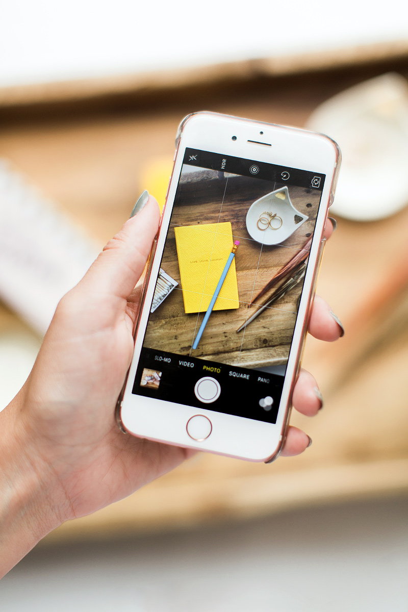 Insta blogger showed how easy it is to take a photo on an iPhone